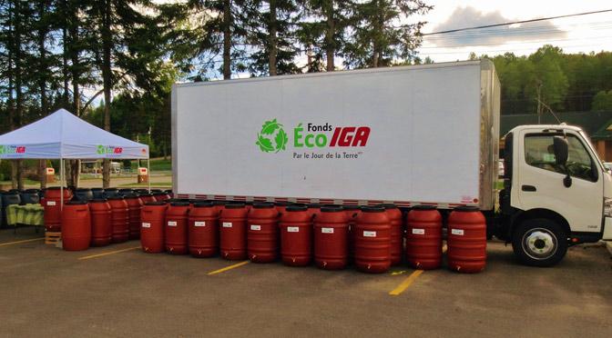 Des barils récupérateurs d'eau de pluie et composteurs avec IGA