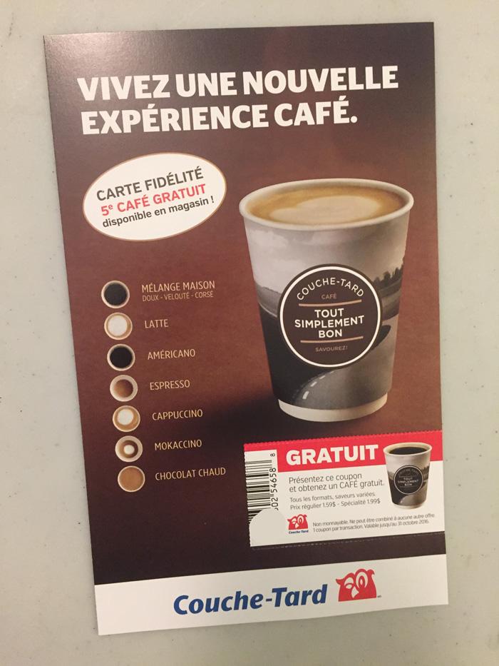 Encart avec un coupon pour un cafe gratuit chez Couche-tard